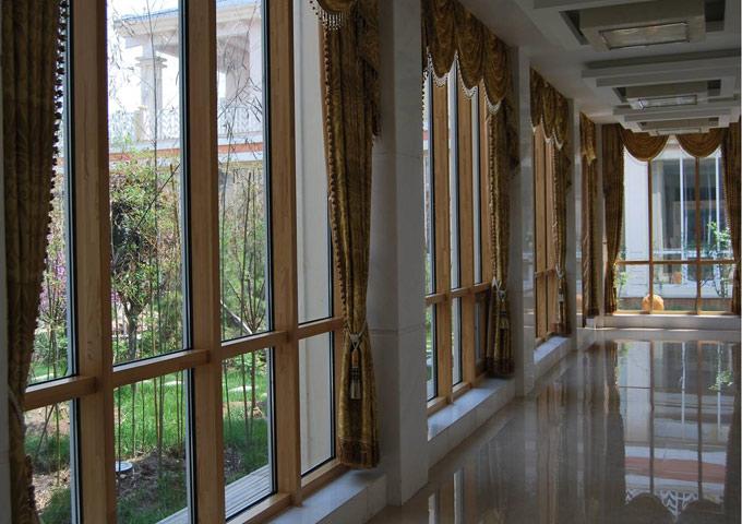 酒店通道门窗工程案例(图1)