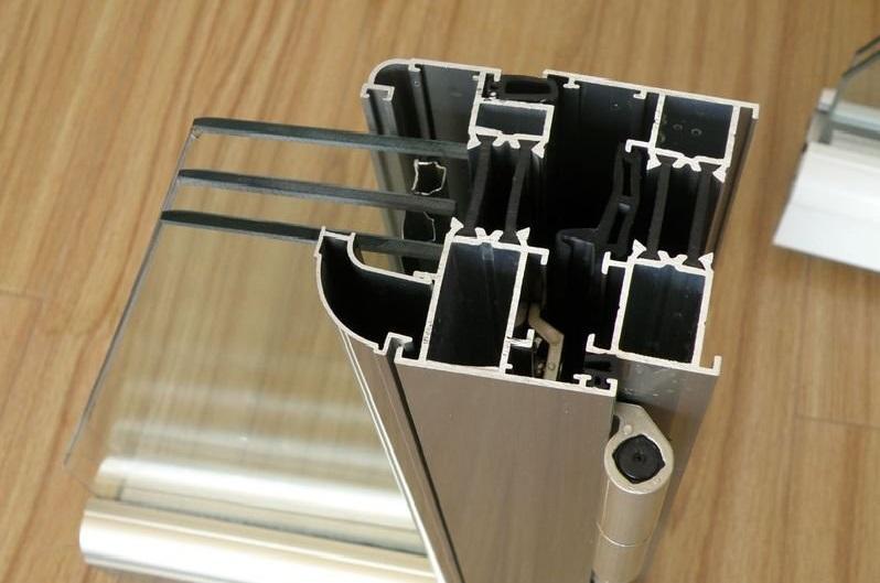安装工艺同样影响铝门窗性能(图5)